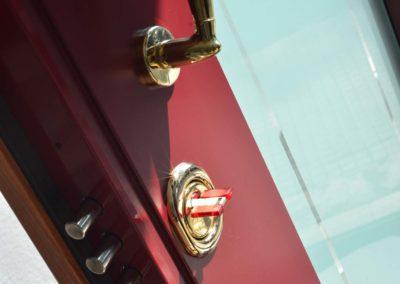 Porta blindata con serratura a cilindro europeo alto livello di sicurezza-parte esterna della porta