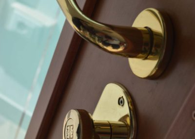 Porta blindata con serratura a cilindro europeo alto livello di sicurezza-parte interna della porta (2)